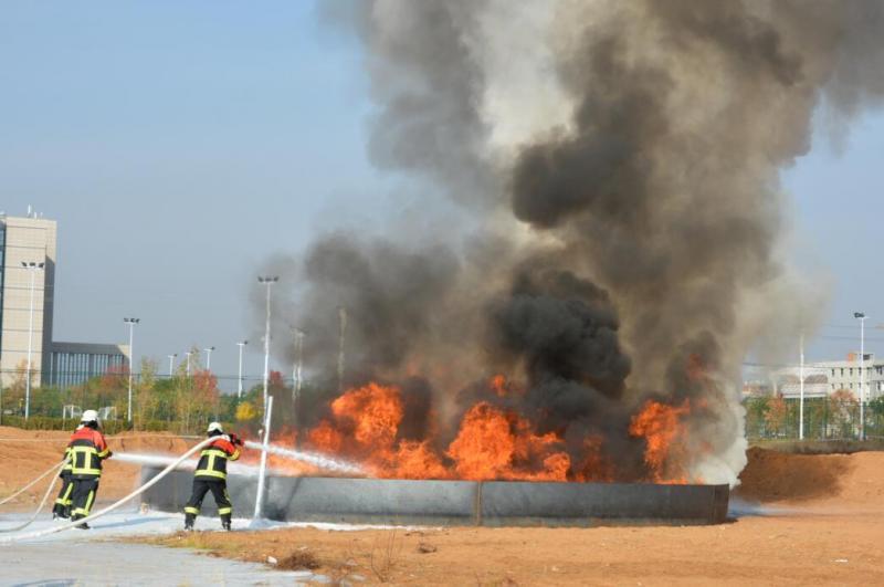 大型CAFS灭火试验演练在榆能化举办